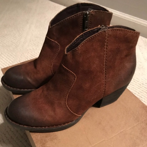 910de2118710 NWT Born Michel Booties